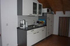 Küchenzeile mit Spülmaschine